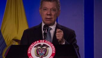 'Urge restaurar la democracia en Venezuela para solucionar crisis migratoria', dice Santos