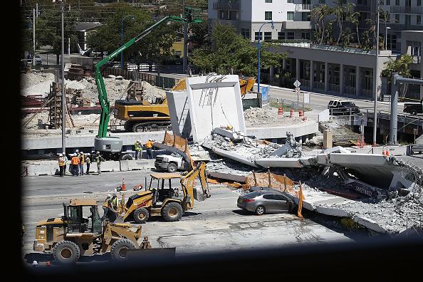 Recuperan 3 cuerpos del puente que colapsó en Florida