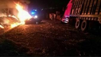Mueren siete personas tras choque múltiple en Michoacán