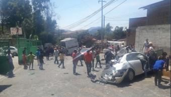 Accidente en Valle de Bravo deja dos muertos y 15 heridos