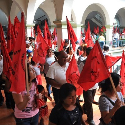 Antorchistas toman palacio municipal de Xalapa, Veracruz
