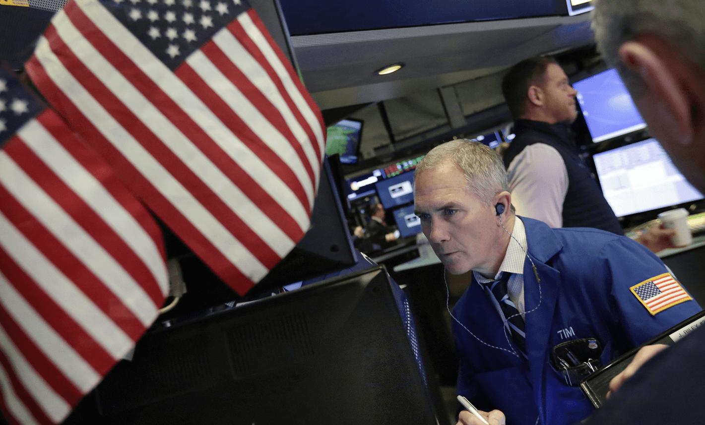 Cae mercado accionario de EU tras amenaza comercial de Trump