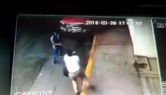 Cámaras de seguridad captan asalto a hombre en Polanco, CDMX. (Noticieros Televisa)