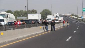 Manifestantes liberan el Circuito Exterior Mexiquense