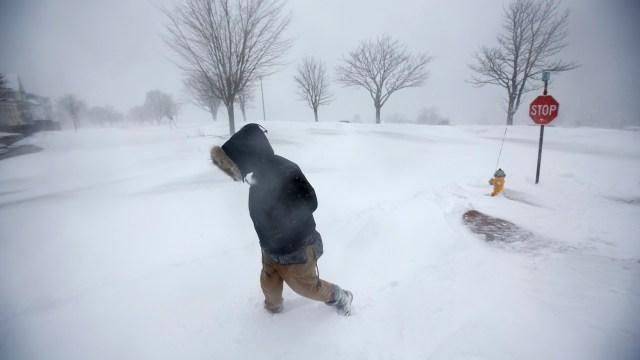 Cancelan más de mil vuelos por ciclón invernal