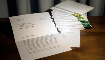 Renuncia funcionario del Vaticano tras manipular imagen de carta Benedicto