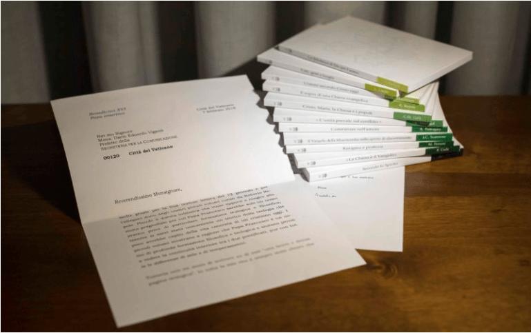 Vaticano admite que alteró foto de carta de Benedicto XVI