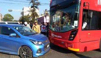 Choca metrobús de Línea 7 en Calzada de los Misterios