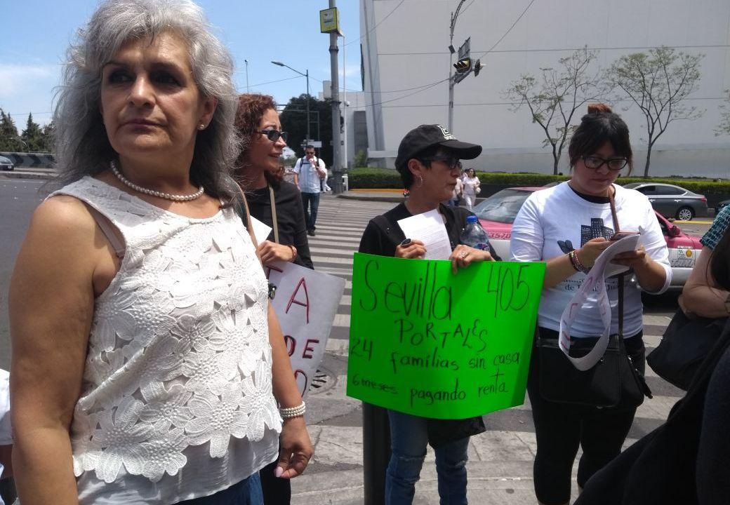 Damnificados del sismo 19S en CDMX guardan minuto de silencio; exigen apoyo