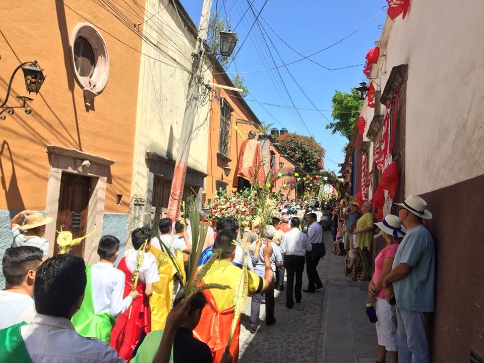 Miles participan en Domingo de Ramos en San Miguel de Allende
