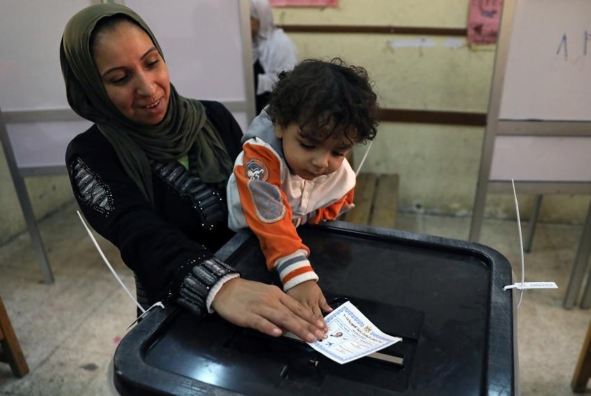 Dos muertos en atentado con bomba en Egipto en vísperas de elecciones