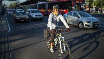 Ciclistas incurren en faltas al reglamento de tránsito al circular en CDMX