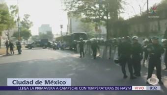 Granaderos responden a bloqueo de manifestantes en San Antonio y Periférico, CDMX