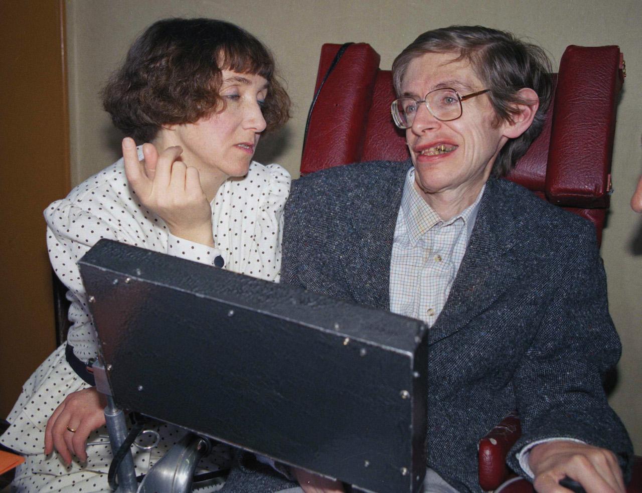 Stephen-Hawking-2001-tiempo-espacio-frontera