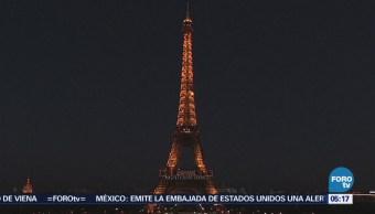 Iluminan la torre Eiffel por el Día Internacional de la Mujer