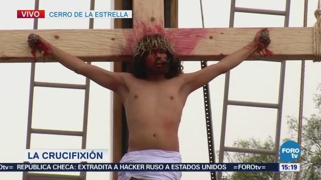 Jesús llega al sitio de las tres cruces