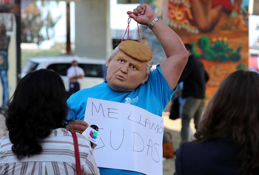 'Enfocamos en puentes, no en muros', dice gobernador de California a Trump