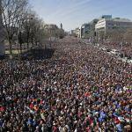 Estudiantes en EU salen a las calles para exigir mayor control de armas