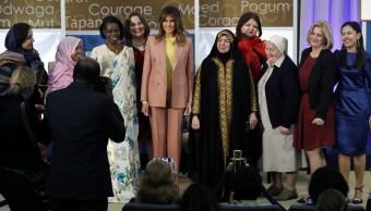 Melania Trump rinde homenaje diez mujeres valientes