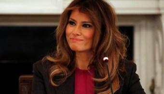 Melania Trump lanza campaña para combatir ciberbullying contra menores