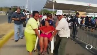 Mujeres insoladas esperan entrega del 'Salario Rosa' en Chiapas