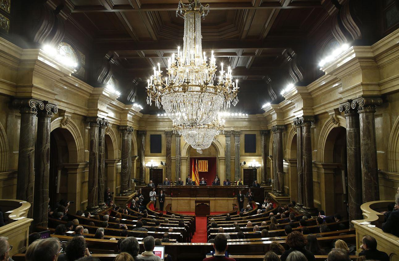 Puigdemont se retira provisionalmente de reelección en Cataluña