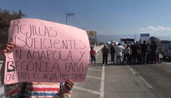 vecinos bloquean el paso express en direccion a acapulco