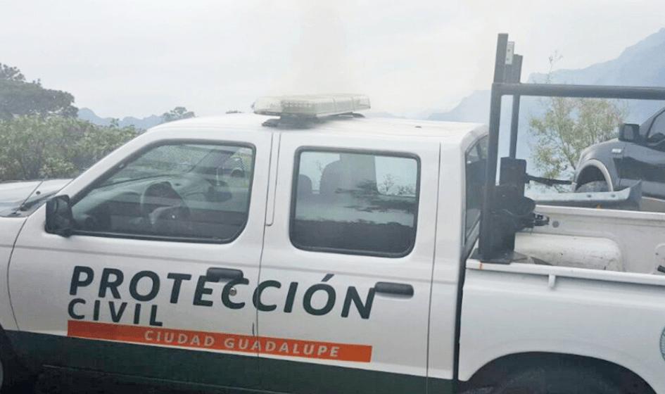 Persiste incendio en sierra de Santiago, Nuevo León