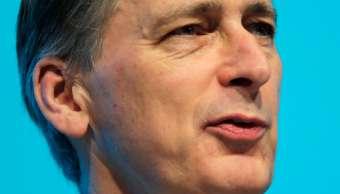 Hammond defiende incluir servicios financieros en acuerdo tras Brexit
