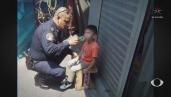 Policía que consuela a menor conmueve a usuarios de redes sociales