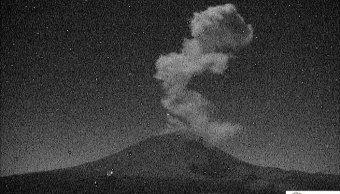 popocatepetl lanza exhalacion 2 5 kilometros esta madrugada