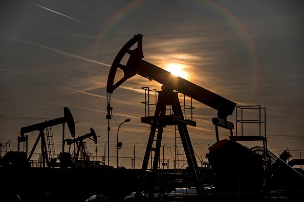 El petróleo cae por la producción estadounidense