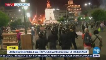 Protestan afuera del Congreso de Perú