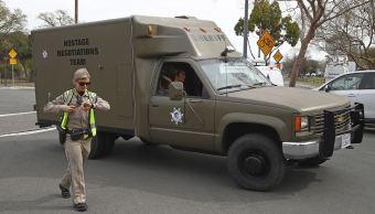 Hombre armado toma rehenes en hogar de veteranos en California