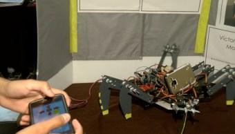 Estudiantes mexicanos crean robot insecto para apoyar a niños con discapacidad