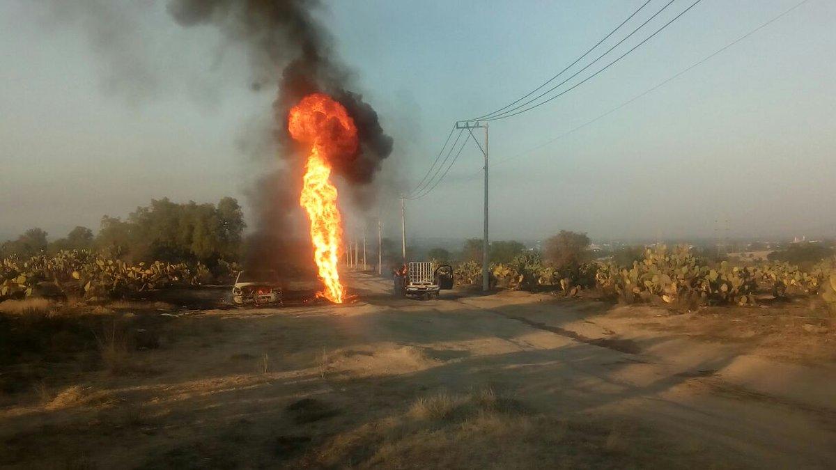 Toma clandestina en ducto de Pemex explota en Axapusco, Estado de México