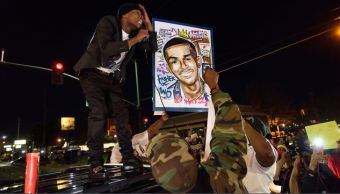 Protestas en Sacramento tras autopsia de negro muerto por policías