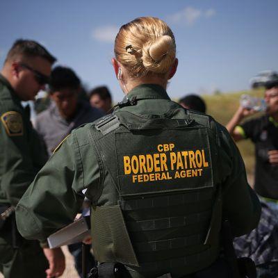 Detienen en frontera de EU un grupo de 376 inmigrantes indocumentados