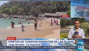 Turistas disfrutan de las playas de Oaxaca en Semana Santa