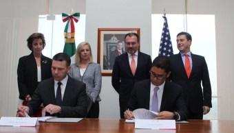 México firma tres acuerdos aduaneros con Estados Unidos