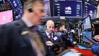 Wall Street, al alza por impulso de Facebook