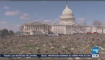 Zapatos frente al Capitolio de EU representan a niños muertos por tiroteos