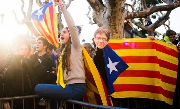 Parlamento catalán avala que Puigdemont delegue su voto