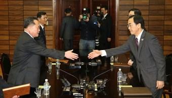 Las dos Coreas inician pláticas para cumbre entre sus líderes