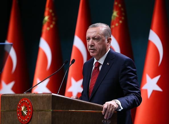Erdogan adelantó para junio las elecciones turcas