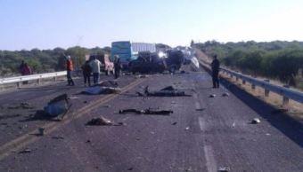 Accidente carretero deja 2 muertos y 25 heridos en Aguascalientes