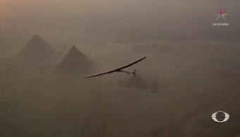 Aeronauta que dio la vuelta al mundo en avión solar visita México