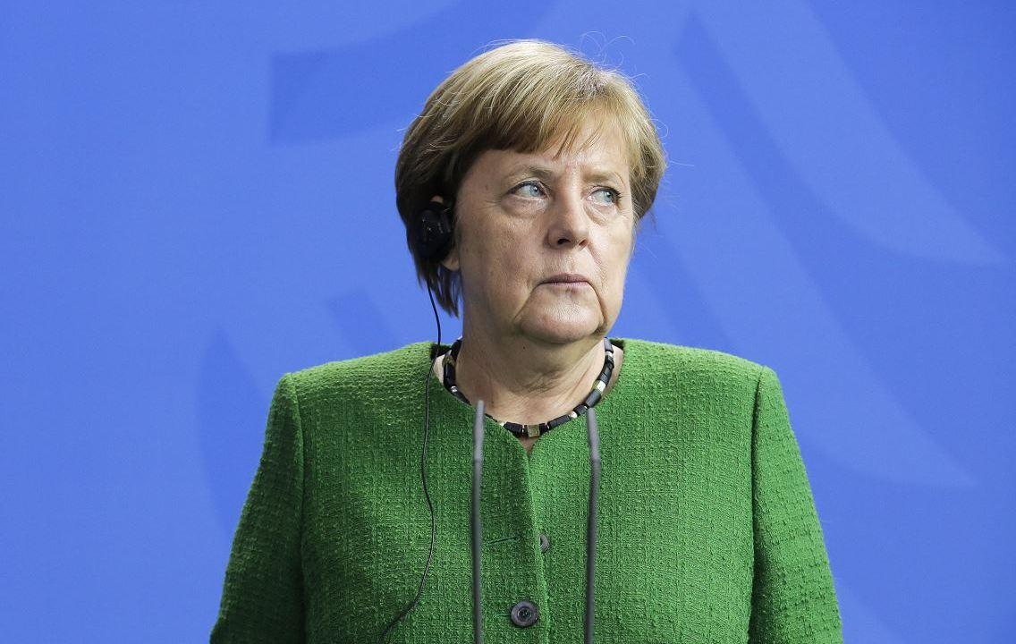 """Merkel califica de """"necesaria y proporcionada"""" la acción militar contra Siria"""
