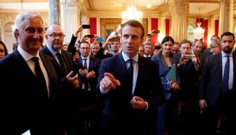 Irán no debe nunca poseer el arma nuclear, pide Macron a Putin