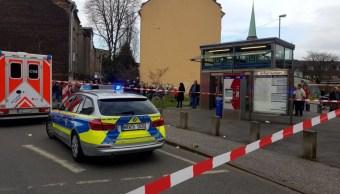 Dos trenes chocan en metro de Alemania; hay más de 20 heridos